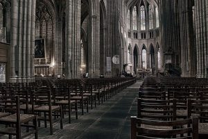 cathedral-4608674_640-300x200